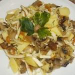Картофельный салат  с грибами и морковью