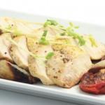 Теплый салат с куриной грудкой и овощами