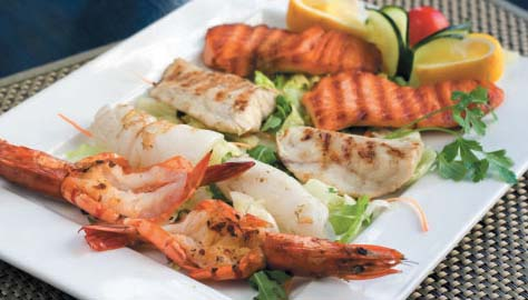 Теплый салат-гриль из морепродуктов