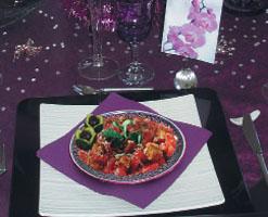 Салат из семги с гренками и сыром